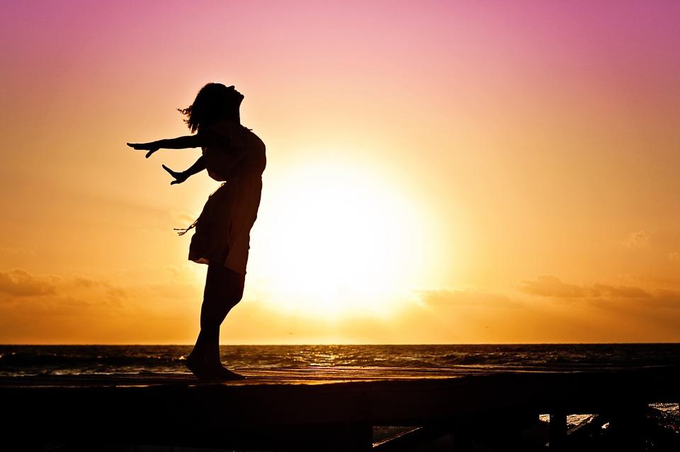 woman-posing-beach